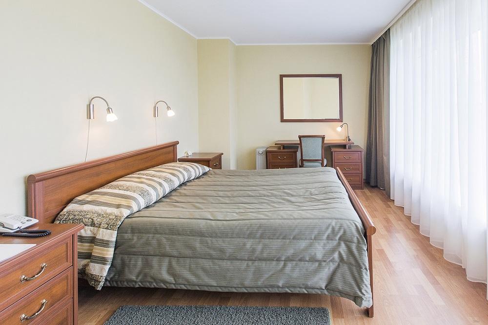 Комфортные кровати в номерах гостиницы