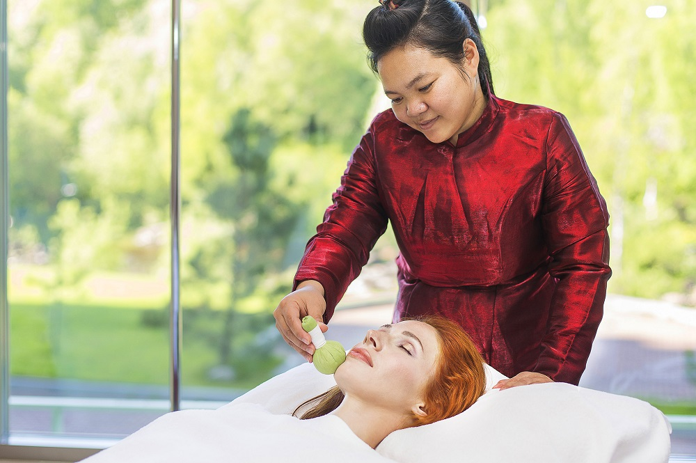 Тайский массаж горячими травяными мешочками